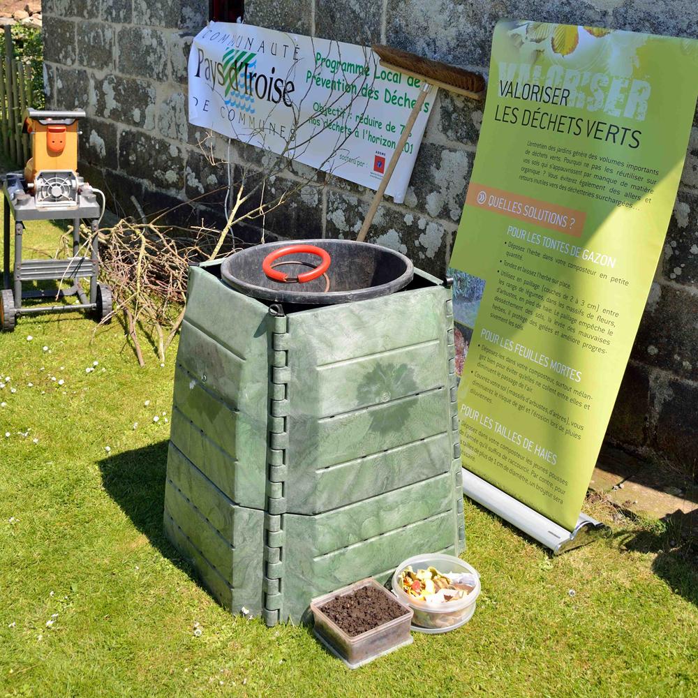 Comment faire son compost r gles du bon compostage jardinerie plaisible - Faire du compost dans son jardin ...